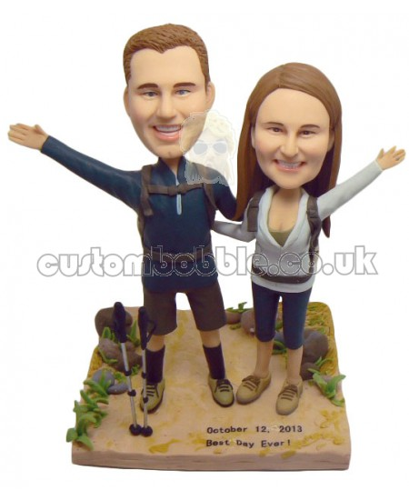 traveller couple bobbleheads